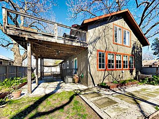 East Austin Bungalow w/ Large Deck & Patio -- Walk 7 Minutes to Rainey St.