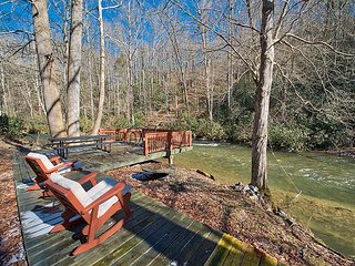 2 BD 2 BA Log Cabin, 1000' Creek Frontage, Easy Access, Covered Parking,Wifi