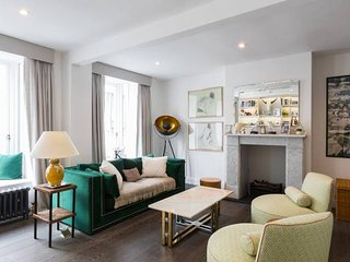 Luxurious & Unique Mews House W/ Roof Terrace on Iconic Portobello Road