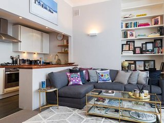 Modern 2bed flat in Brook Green 4min to tube