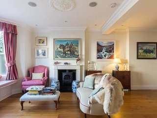 Beautiful Fulham house with heated swimming pool!