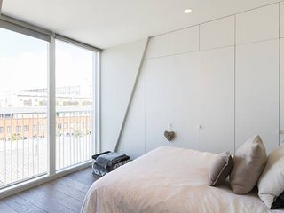 New dates! Modern, light & airy 1bed w balcony