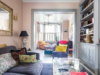 Stylish Designer 3-Bed Home With Garden in Notting Hill