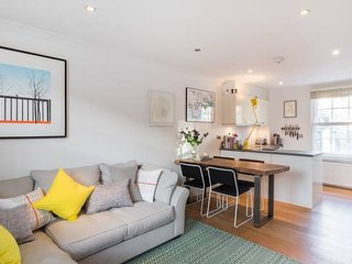 Stylish 2bed house with garden in Clapham Old Town
