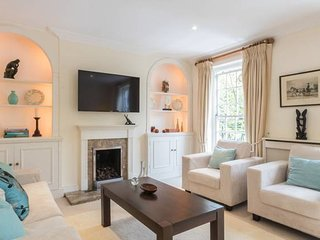Magnificent 4Bedroom House opposite Holland Park