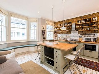 Charming, Recently Renovated 2-Bed in Fulham
