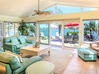Spacious Pet Friendly Bay Front Home w/ Waterfront Private Pool & More!