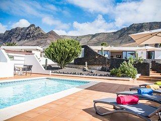 Villa Marquesa - private pool, Famara