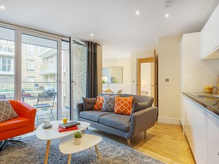 LUXURIOUS TWO BED SERVICED APARTMENT IN LIMEHOUSE