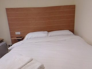 Jaylets Double Bedroom 801 with En-Suite, Shared Kitchen & Parking