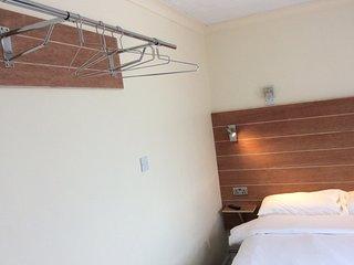 Jaylets Double Bedroom 810 with En-Suite, Shared Kitchen & Parking