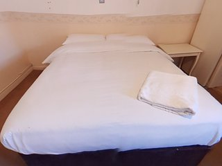 Jaylets Double Bedroom 809 with En-Suite, Shared Kitchen & Parking