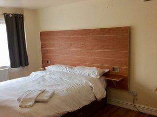 Jaylets Double Bedroom 821 with En-Suite, Shared Kitchen & Parking