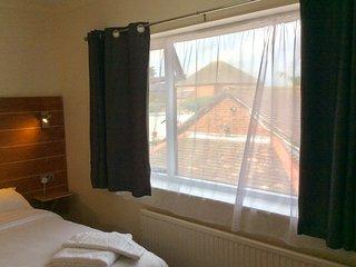 Jaylets Double Bedroom 813 with En-Suite, Shared Kitchen & Parking