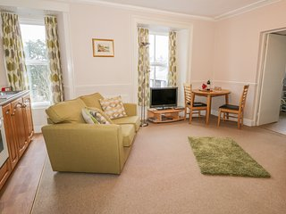 WETHERLAM, first floor studio apartment with WiFi, in Bowness-on-Windermere