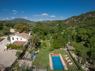 Grazalema Villa Sleeps 8 with Pool Air Con and WiFi - 5604488