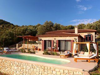 Luxury Villa with Sea Access - Amapola Villas - Villa Phos