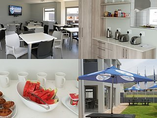 Kleinmond Lodge (Standard Unit 2 w/ 2 Single Beds), location de vacances à Kleinmond