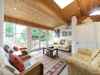 THE LAURELS, detached, Grade II listed, en-suite facilities, enclosed garden