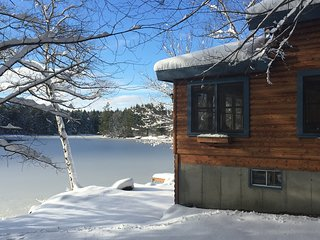 Renovated cabin only 12'ft away from water. Shawnee Peak Ski Resort 10 min away.