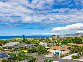 NEW LISTING!Breezy, updated home w/shared pools lanai, ocean view - walk to golf
