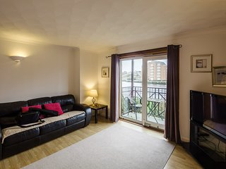 Town Centre apartment with quiet River View