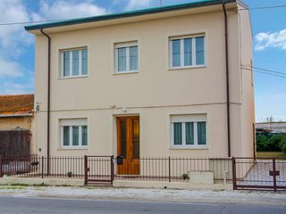 3 bedroom Apartment with WiFi and Walk to Shops - 5755194