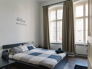 Private room - Luxurious, Deluxe Flat on Warschauerstr Berlin with Fan & Coffee/Tea