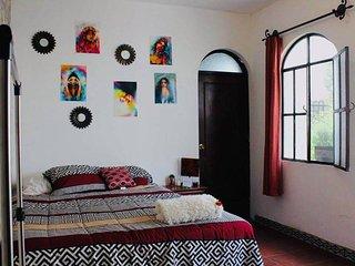 Cozy private room/private entrance chateau de pepe