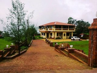 Unique Hill Top Bungalow In Mahabaleshwar