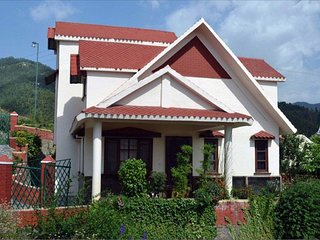 Attractive Homestay With Balcony & Views