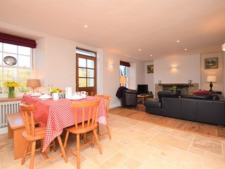 73907 Cottage situated in Dartmouth (8 mls NW)