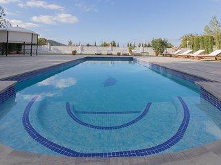 Hermosa casa con 4 dormitorios dobles y gran piscina privada