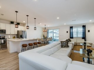 Modern Bargains - Sonoma Resort - Welcome To Contemporary 10 Beds 8 Baths  Pool