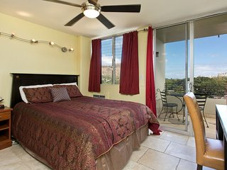 Waikiki Grand 715 Condo