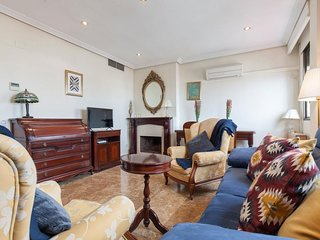 Republica Argentina apartment in Triana with WiFi, air conditioning & lift.