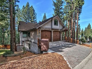 Immaculate 5BR House w/ Private Hot Tub!