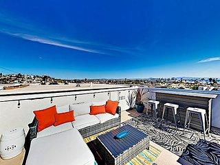 Posh Point Loma 4-Story Condo w/ Scenic Coronado-View Rooftop Deck