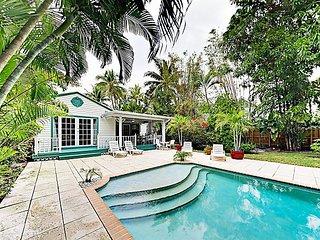 Tropical Oasis w/ Heated Pool - Walk to Las Olas Blvd, 10 Minutes to Beach!
