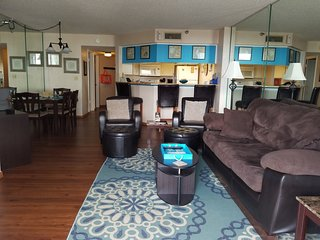Aug Special! Fall at the beach! Beautiful updated 2BR/2BA Condo, Free Wifi!