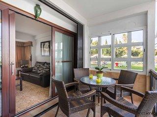 Apartamento en Primera Linea de Playa cerca de Puerto Marina