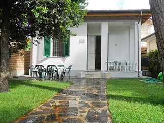 3 bedroom Villa with WiFi and Walk to Beach & Shops - 5769446