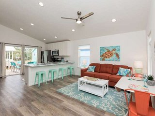 Brighter Days Cottage - Cheerful New Home in Quiet Neighborhood just outside of