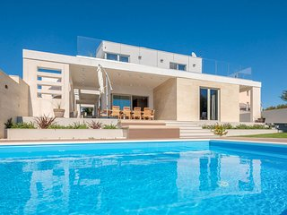 4 bedroom Villa with Pool, Air Con and WiFi - 5770498