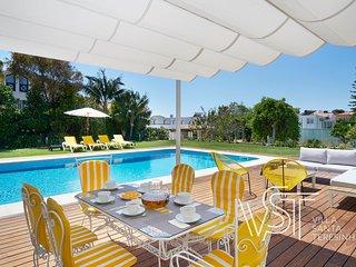 Villa Santa Teresinha: Luxury holiday Villa with swimming pool near the beach