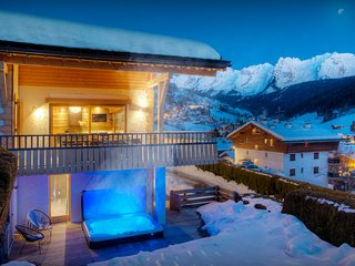 5* Ski chalet in heart of village, sauna, hot tub, terrace - OVO Network