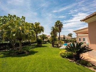 Quinta do Lago Villa Sleeps 8 with Pool Air Con and WiFi - 5749176