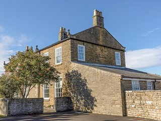 APARTMENT 1 SNEATON HALL, family friendly, character holiday cottage, with a
