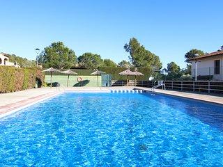 Ogassa Solric House II, con piscina compartida y terraza
