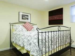 Mineola apartment (Room B)